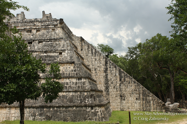 the pyramid used by the high priests at chichen itza
