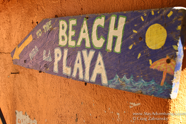 beach sign, to la playa