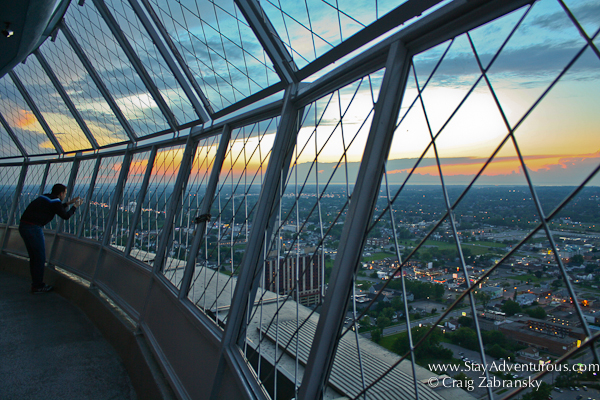 Sunset from the observation deck of the skylon tower in niagara falls, Ontarion, Canada
