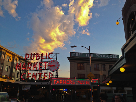 The super bowl sunset seattle 39 s pike place fish market for Famous fish market in seattle
