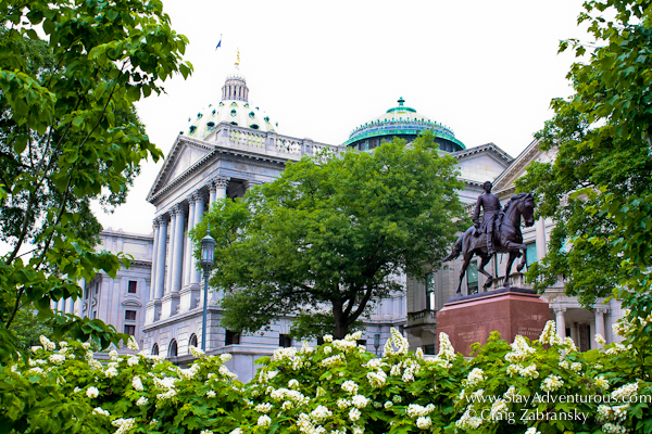 the capitol building from the side in harrisburg, pennsylvania