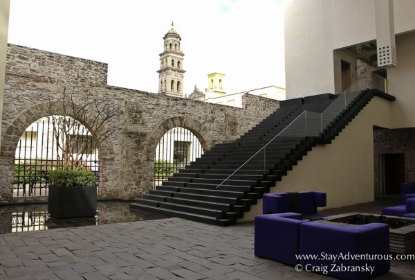 the open air lobby of La Purificadora in Puebla, Mexico