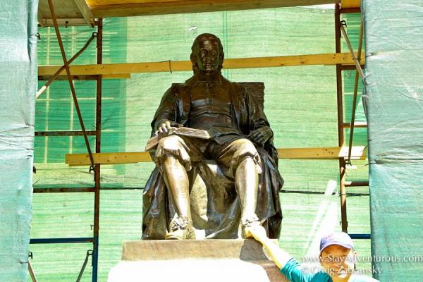 statue of jon harvard