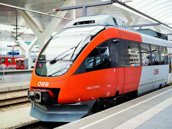 railjet, a high speed train trasportation from Vienna to Prague